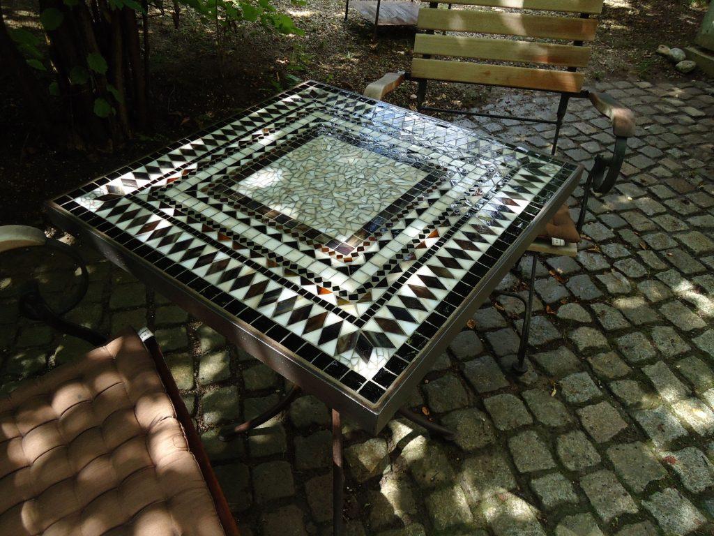 Mosaiktisch (quadratisch, Nr. 32)
