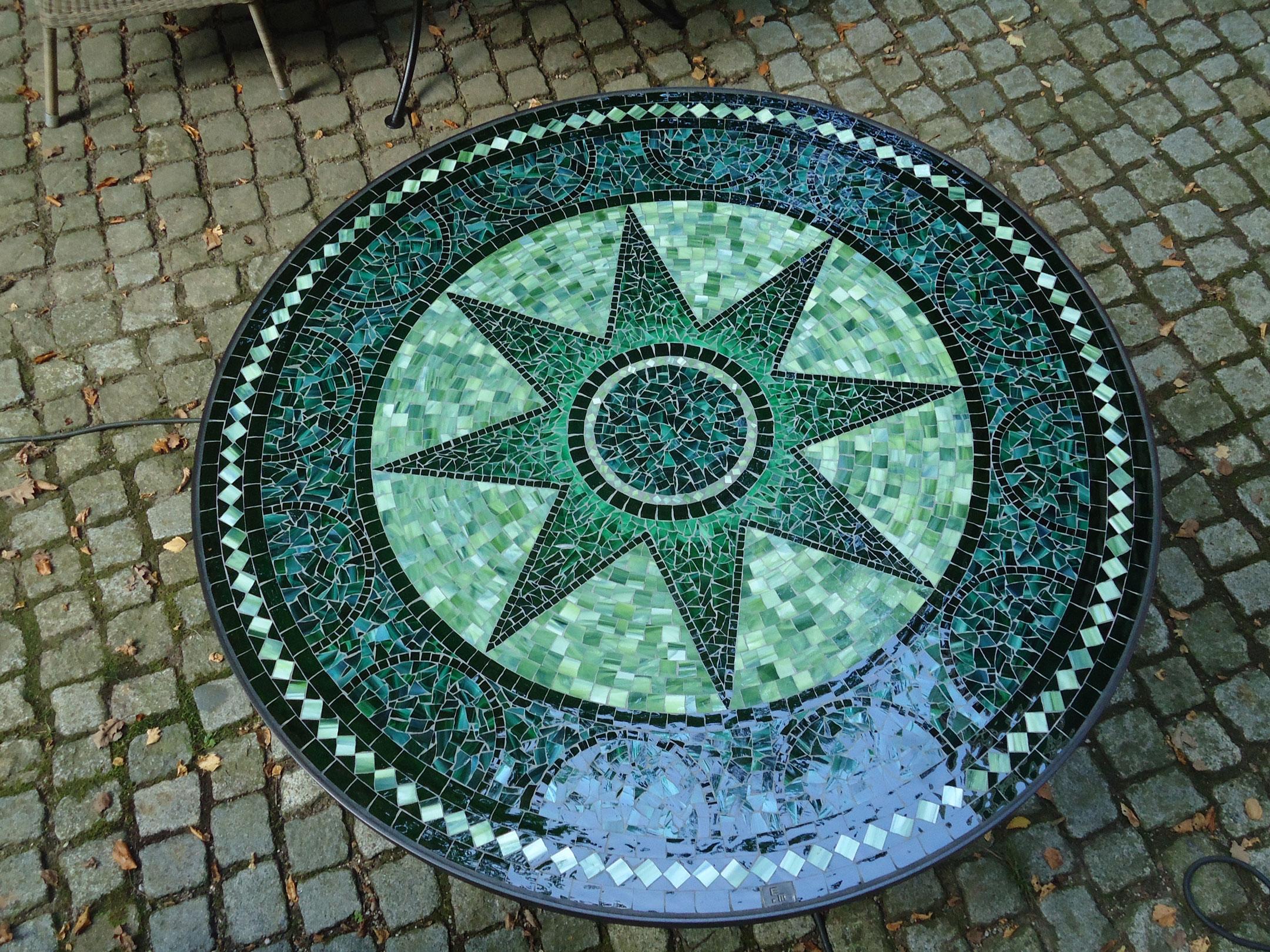 Runder Mosaiktisch Sternmotiv (Nr. 42)
