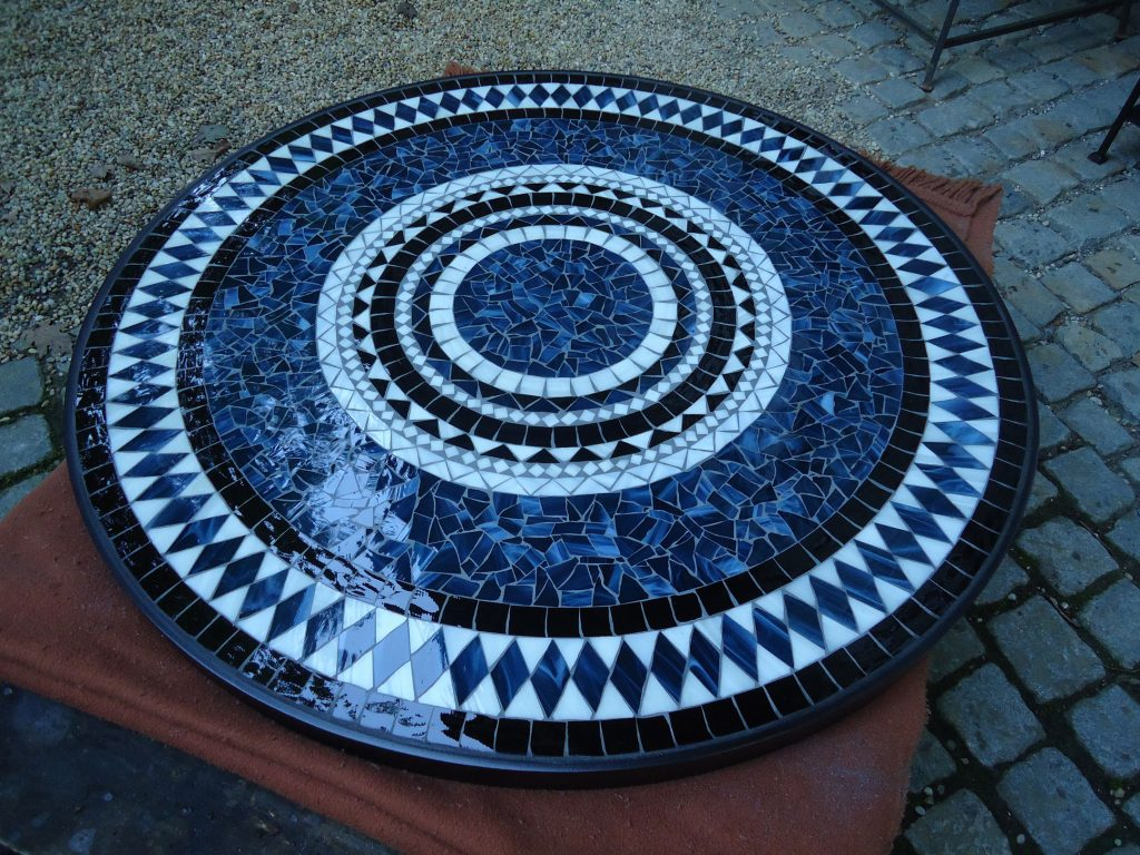 Runder Mosaiktisch (Nr. 55)
