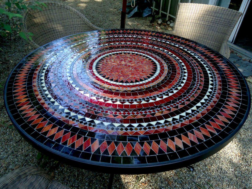 Runder Mosaiktisch (Nr. 106)