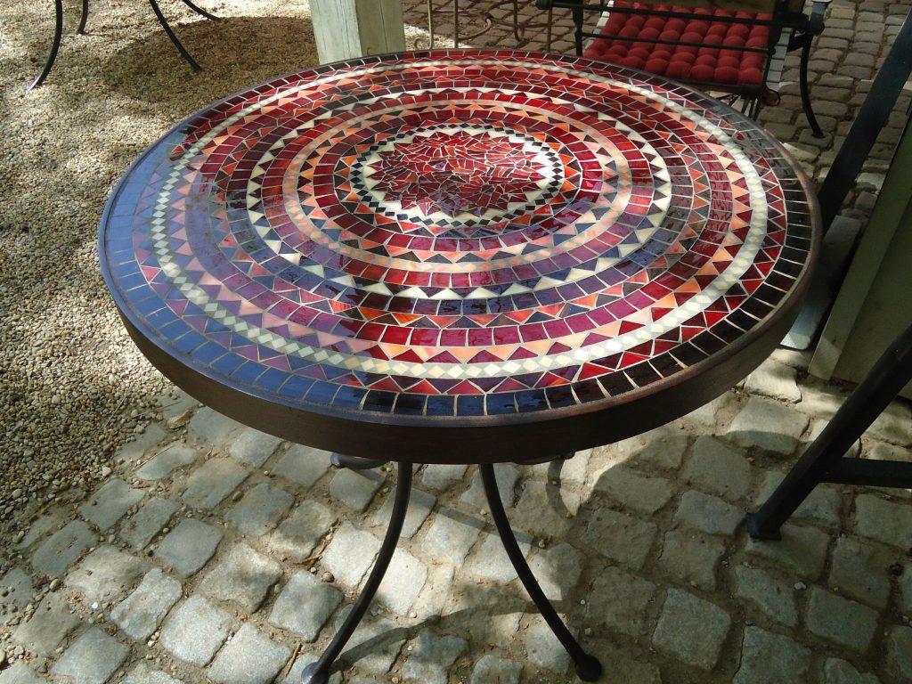 Runder Mosaiktisch - rot (Nr. 117)