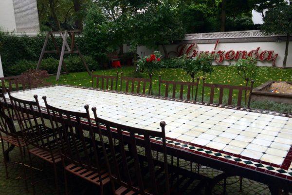 Ein Tisch geht auf die Reise
